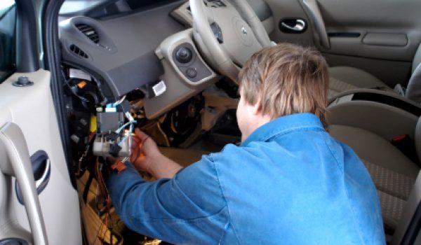Auto mechanic - car electric